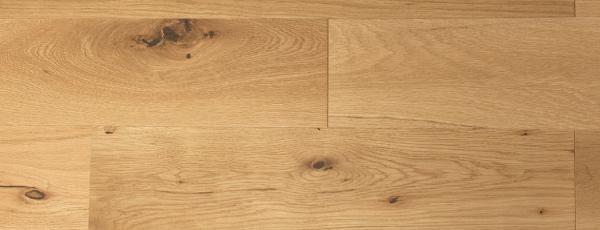高く優れた耐久性と重厚感ある木材